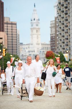 003, Diner En Blanc, Philadelphia, Picnic, Food, Foodie, Philly, event, logan circle, style, fashion, fun, Aversa PR, philly loves fun