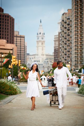 Diner_an_Blanc_Philadelphia_2012_forPRINT_117- walking with city hall in bkgd